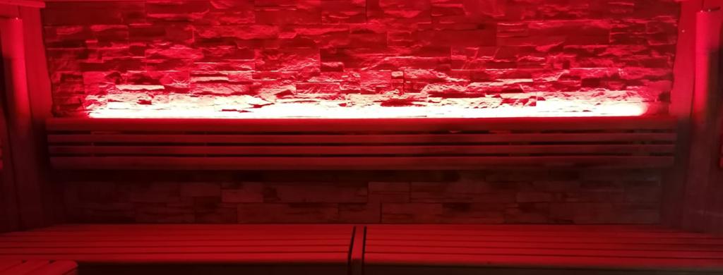 Sauna mit RGBW-LED-Stripes